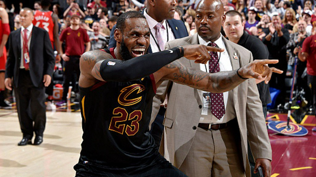 best loved 1d5ea cd9c8 LeBron finds a new way to torment Raptors – LIFE IN REPEAT