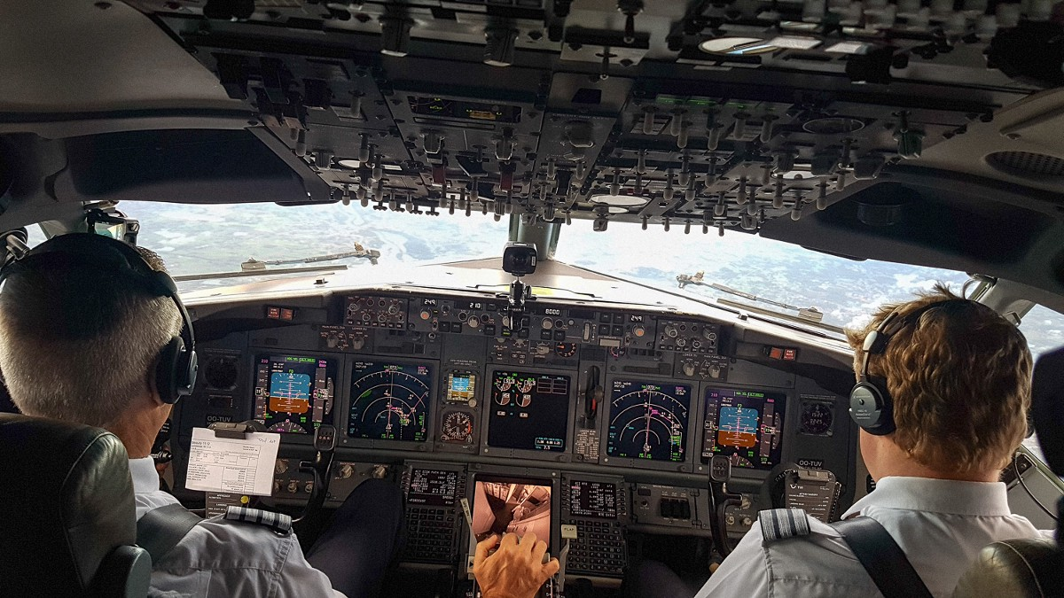 Bubbles Cockpit Seat And Vr In A 737 800 Ort Medium