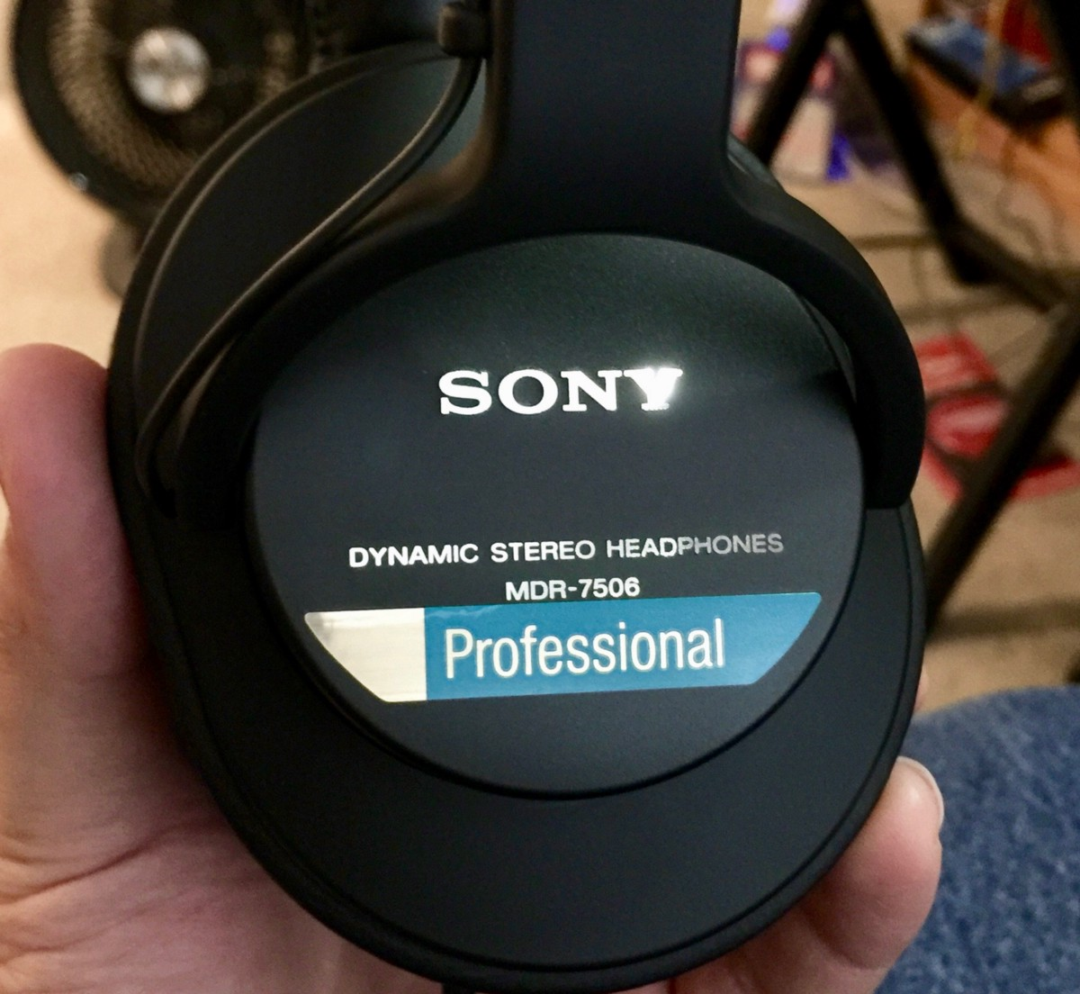 sony mdr 7506 headphone review the world s favorite headphone. Black Bedroom Furniture Sets. Home Design Ideas
