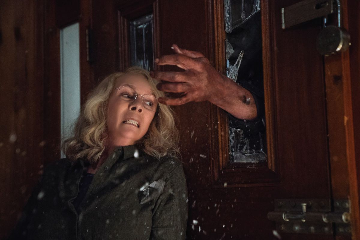 27b02a46cf795 Michael Myers Returns for a Bloody Good Time in HALLOWEEN  Blu Review