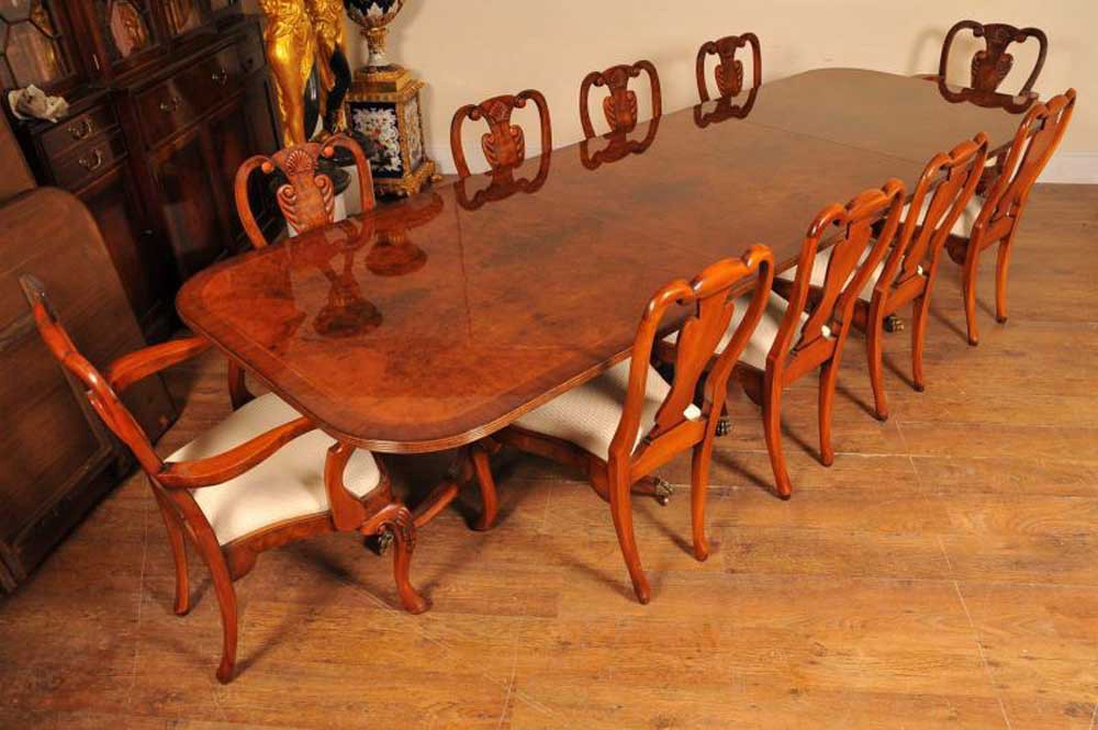 Stunning English Regency Style Pedestal Dining Table In Walnut Fully Extended This Goes To 16 Feet Easily Seats 18 People