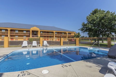 What Makes Better Hospitality Service At Quality Inn Charleston Mo Hotel