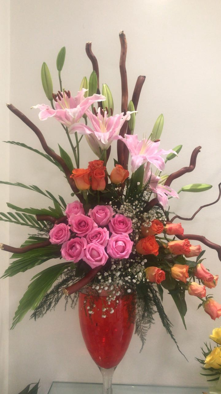 Buy Beautiful Flowers Cakes Chocolates Gifts This Christmas In Pune