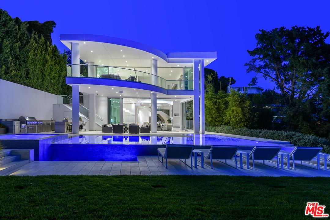 An Astonishing Hollywood Hills Modern Mansion With