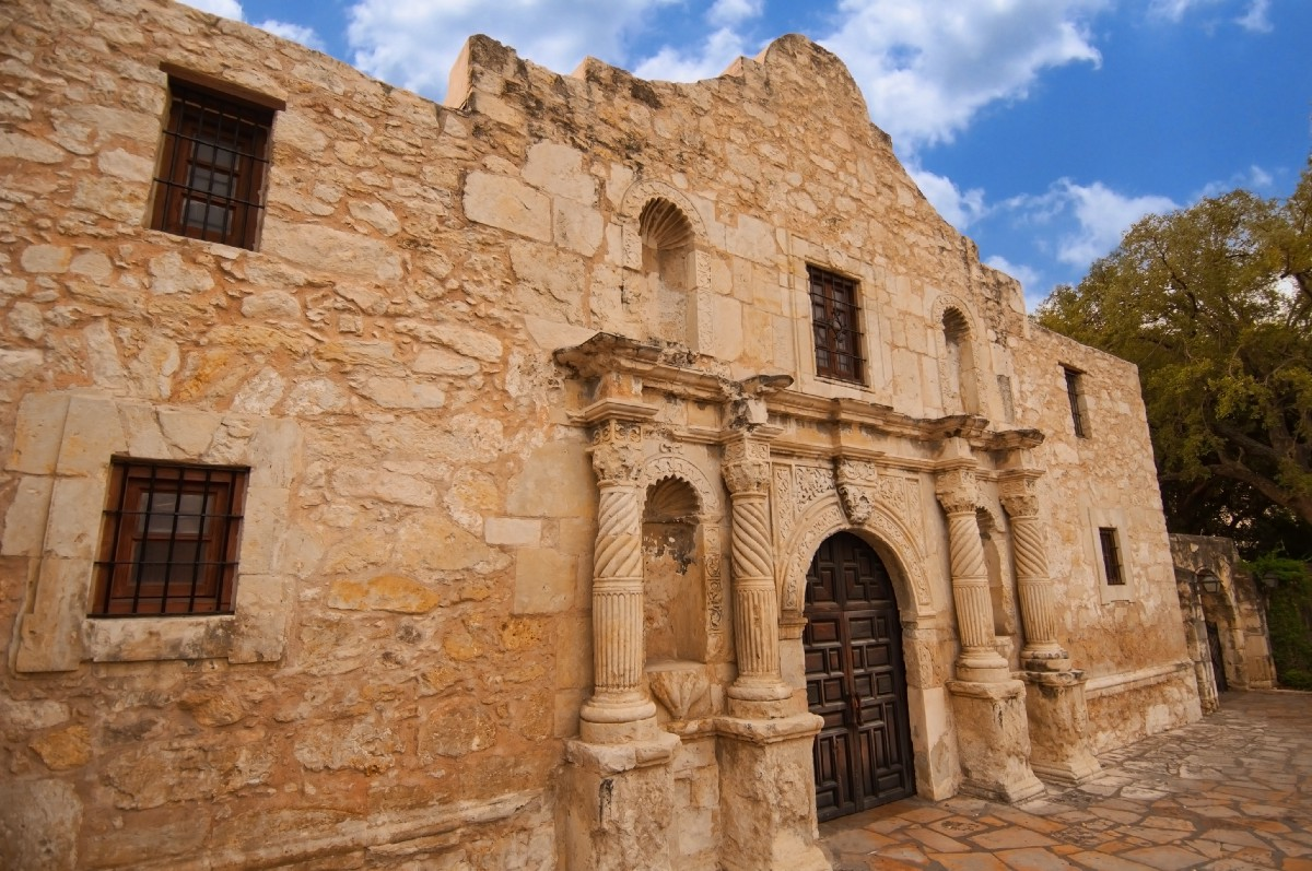 How many people in san antonio use an online dating site