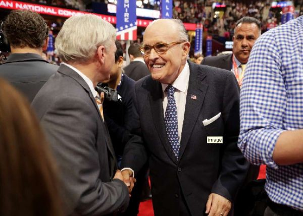 rudy giuliani wrongly says hillary clinton is for open borders