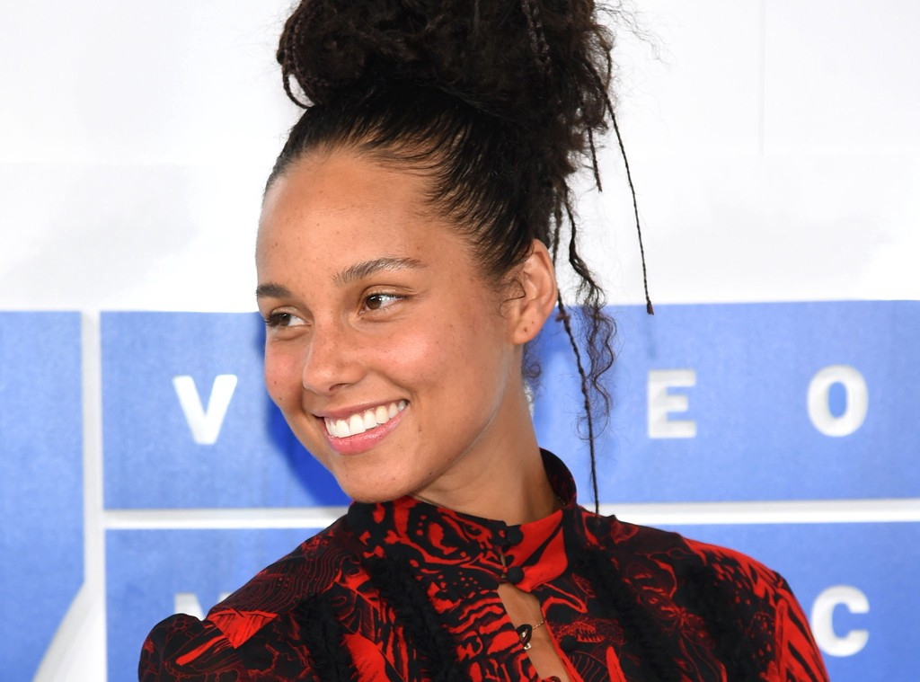 Here's An Opinion: Alicia Keys Doesn't Have to Wear Makeup, But Men Should Be Forced To