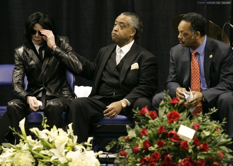 Michael Jackson was crying next to his idol! - YouTube
