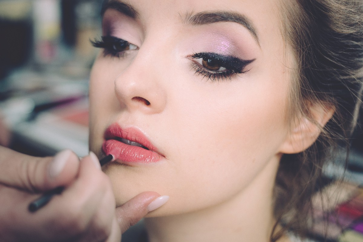 You'd be surprised after applying those best make-up items on your face, how a magic spell put on your face to show you like a beauty princess.
