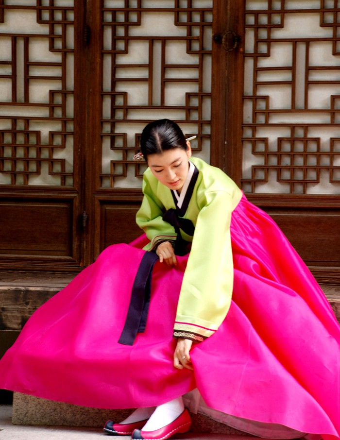 29b412f59 A hundred years ago, the streets in Korea were full of men and women wearing  hanbok. It was the everyday clothing for commoners and royalty, ...