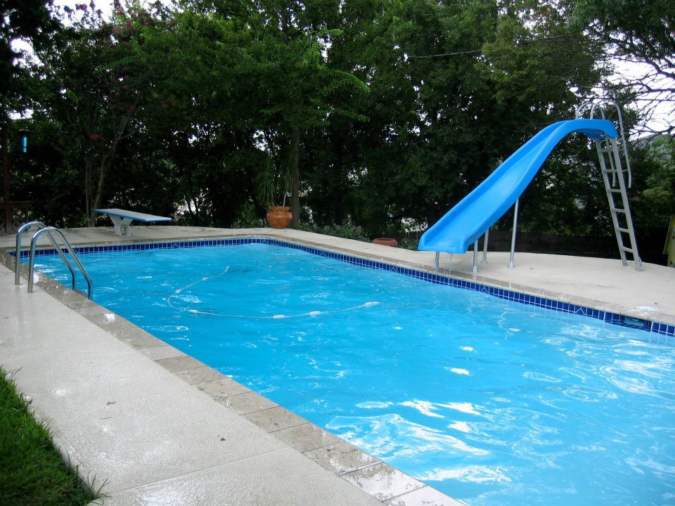 Which One is Better — Fiber Glass or Concrete Pool?
