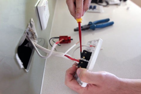 What to Expect from an Electrician? – Advanced Electrical Services New Fuse Box Fix on
