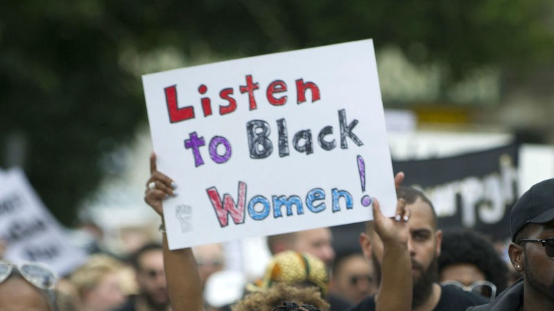 Sign saying ':isten to black women'