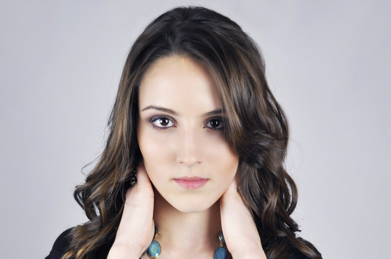 Best Haircut For Women With Big Nose 10 Looks To Disguise