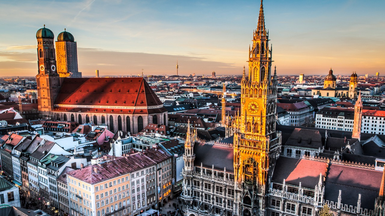 the capital of the german state of bavaria aka the dream city munich boasts 10 universities vast urban green tracts dozens of must see sights - Munchen Must See