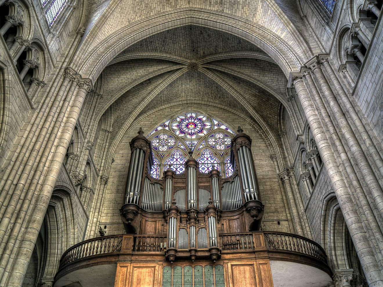 similarities between gothic and romanesque architecture
