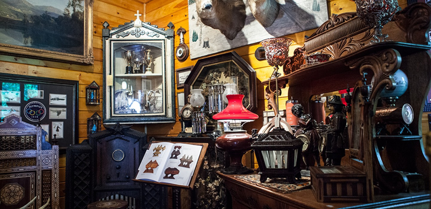 Do you sell or buy? Are you looking for antique furniture? Books and  comics? Old wooden toys? Whenever traveling abroad do you visit the local  flea markets? - Fond Of Antiques? Buy & Sell Products At Flea Markets For Pleasure