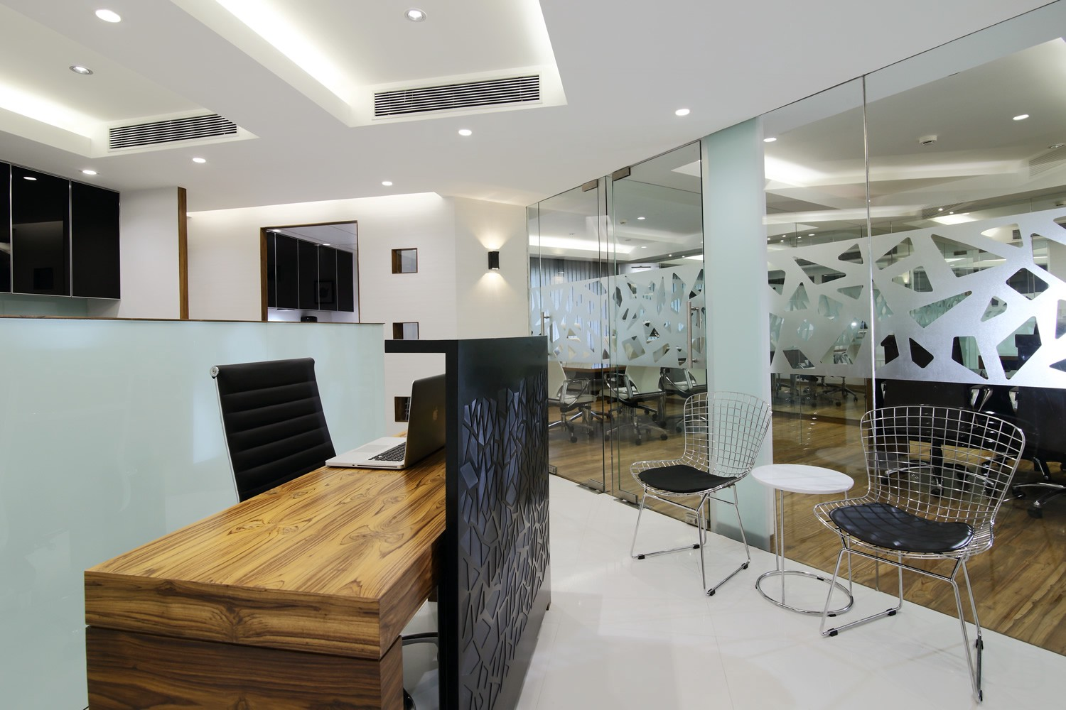 all that you need to check in office interiors designers in mumbai