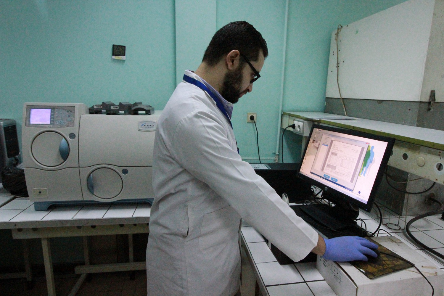 Technicians analyze samples from infected patients to find an antibiotic that can be used as a treatment. / Jon Erb, USAID