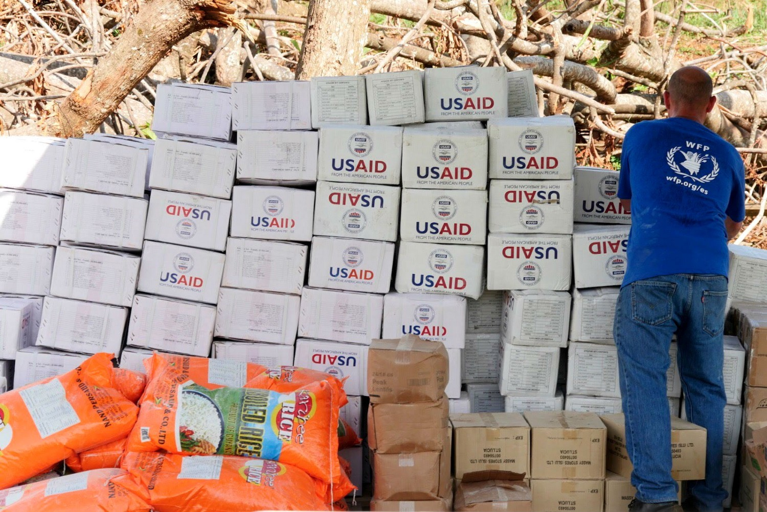 The UN World Food Program (WFP) prepares to distribute USAID-provided humanitarian assistance. / Francesca Ciardi, WFP