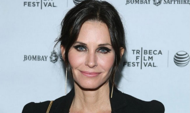 3342f97770e4  Mother s Day  Cast  Courteney Cox and Roselyn Sanchez Join the Ensemble