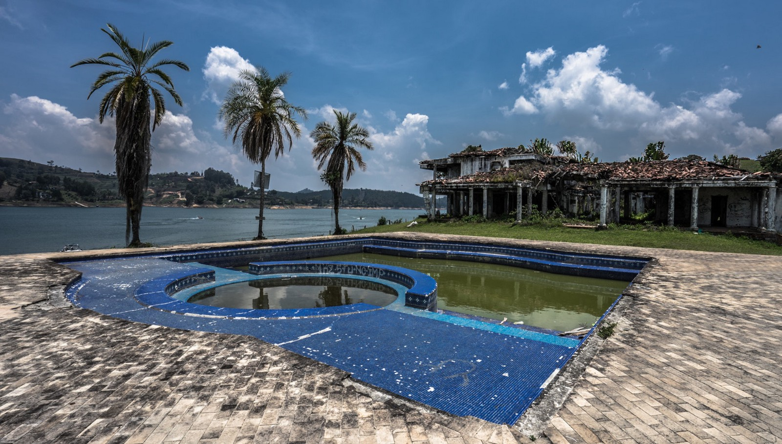 Captivating Shots Fired: Extreme Paintballing In Pablo Escobaru0027s Mansion