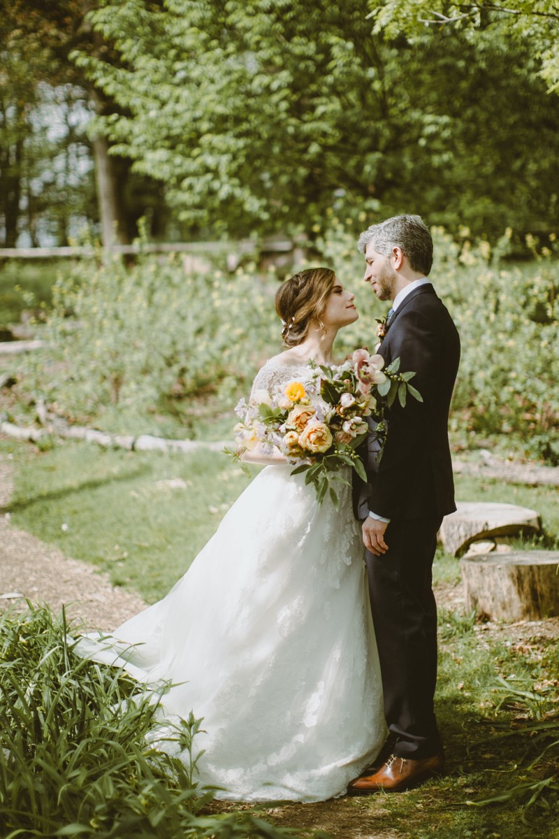 wedding photography - http://ruffledblog.com/modern-country-meets-secret-garden-wedding
