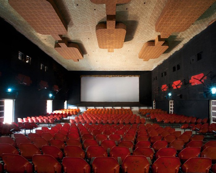 saubine-haubitz-stefanie-zoche-movie theatres-Thangaram-inside