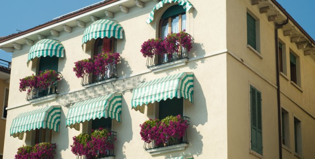 Different Type Of Awnings And Their Application Value