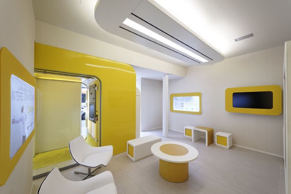 Co working spaces as new banking branches slava for Self bank oficinas