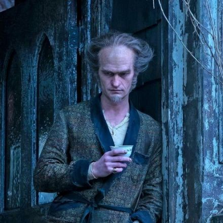 Netflix's 'Series of Unfortunate Events' Opening Credits Warns Viewers to 'Look Away'