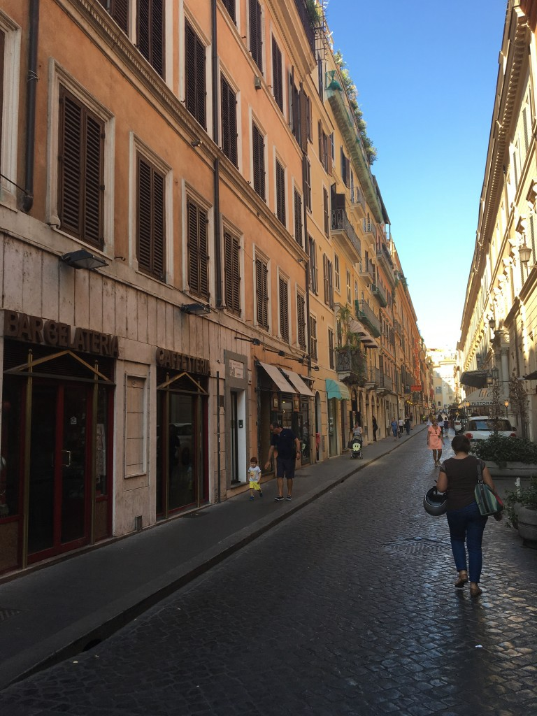 Streets leading to Trevi Fountain