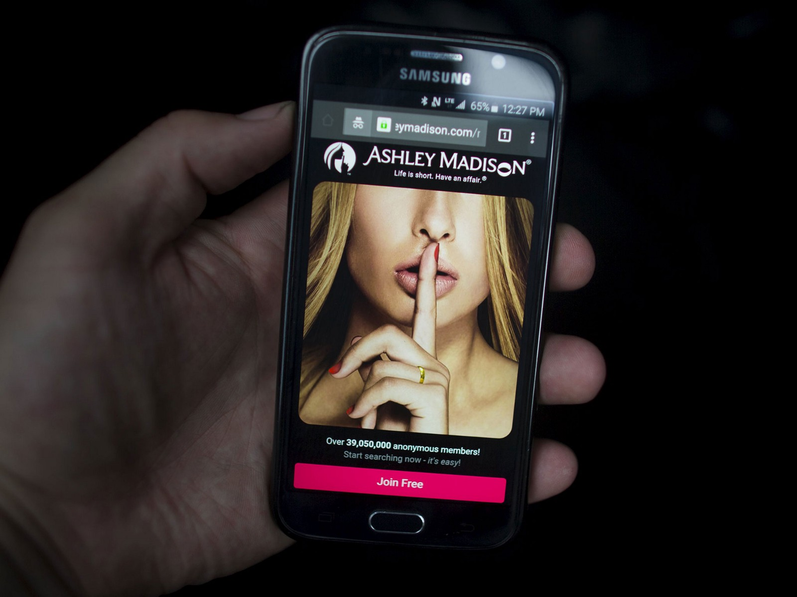 can you really hook up on ashley madison Is ashley madison legit or just another fake dating site i'll tell you in my review  what are the chances of a hook up in this case, can you actually meet .