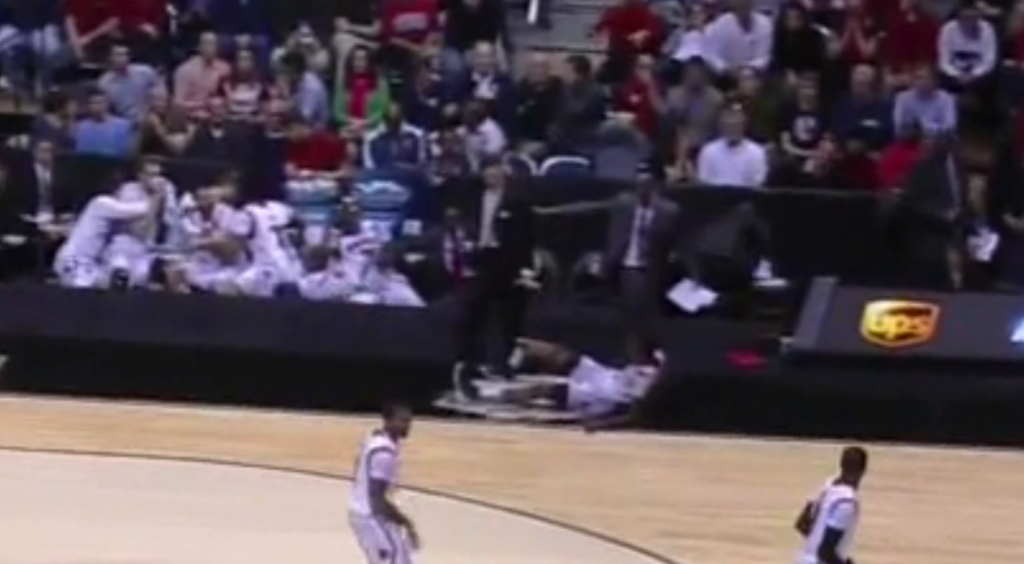 Louisville's Kevin Ware Snapped His Leg In Gruesome Injury