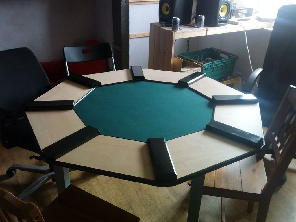 Finished poker table.