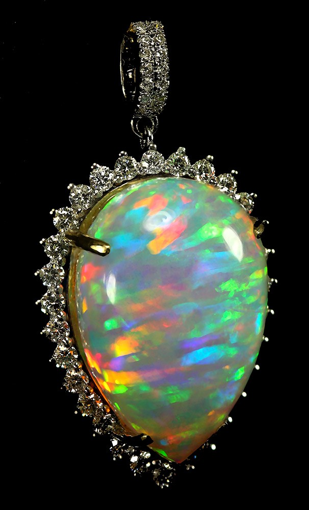 20.05 carat Ethiopian Welo (Wello) opal set in 14k gold and surrounded by diamonds (photo courtesy Doxymo/Wikipedia)
