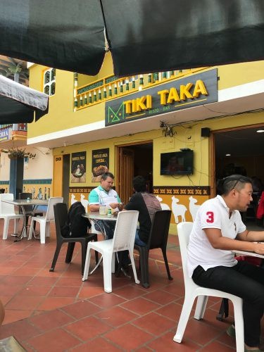 outside tables with people eating Tiki Taka Guatape