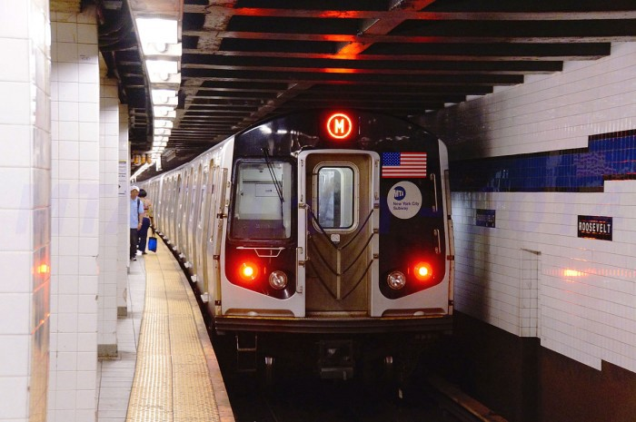 1200px-MTA_NYC_Subway_M_train_leaving_Roosevelt_Avenue