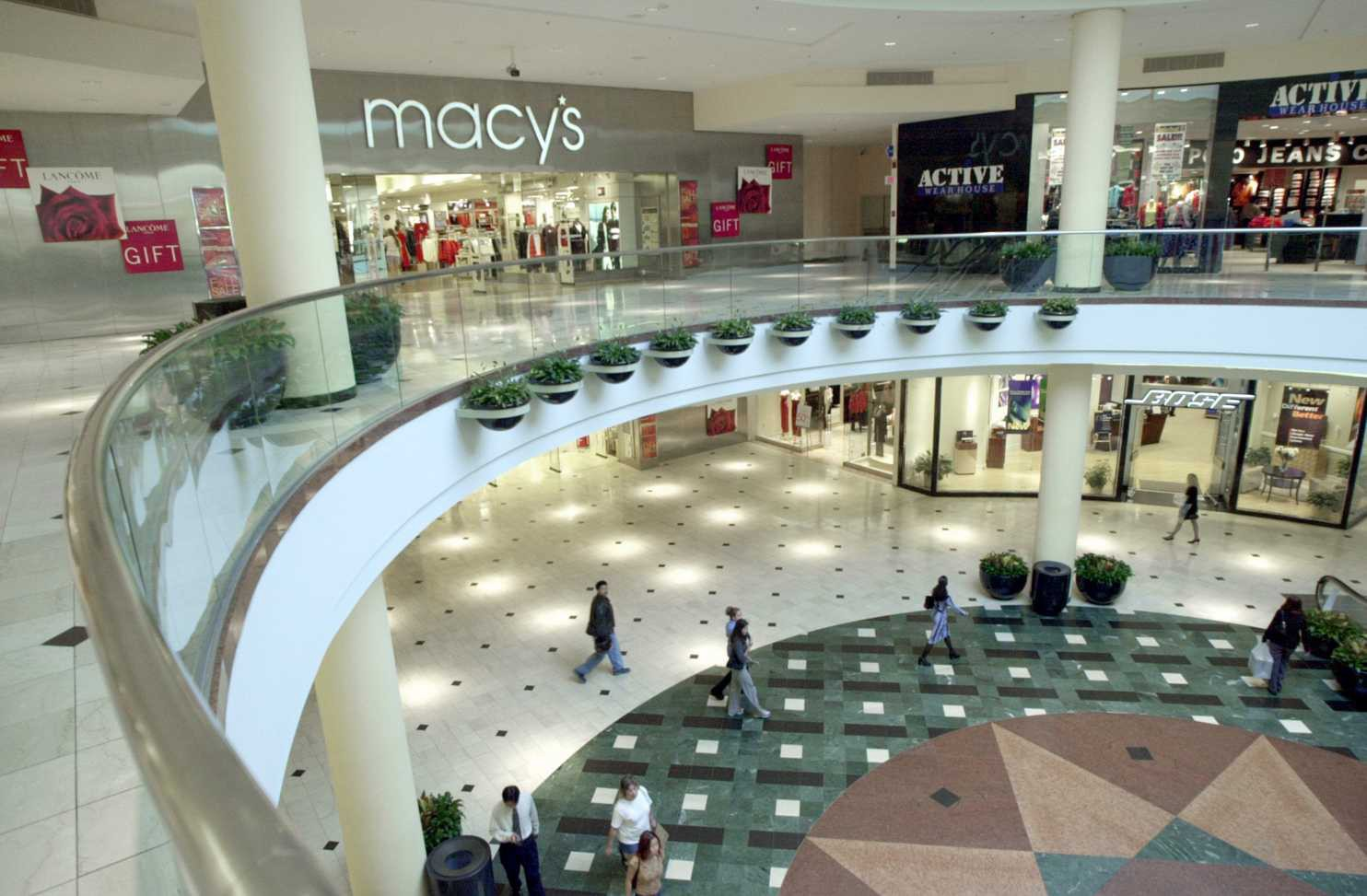 Can artificial intelligence help you find an outfit? Macy's is giving it a try.