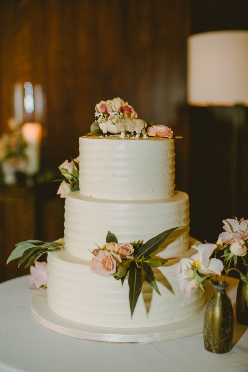 simple wedding cake - http://ruffledblog.com/modern-country-meets-secret-garden-wedding