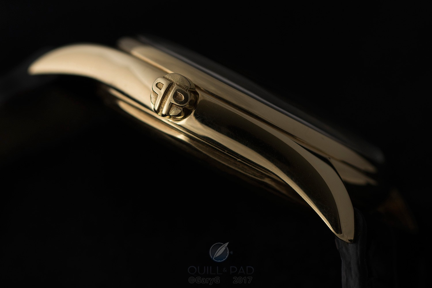 Correct and lovely: signature PP crown, Patek Philippe Reference 2526