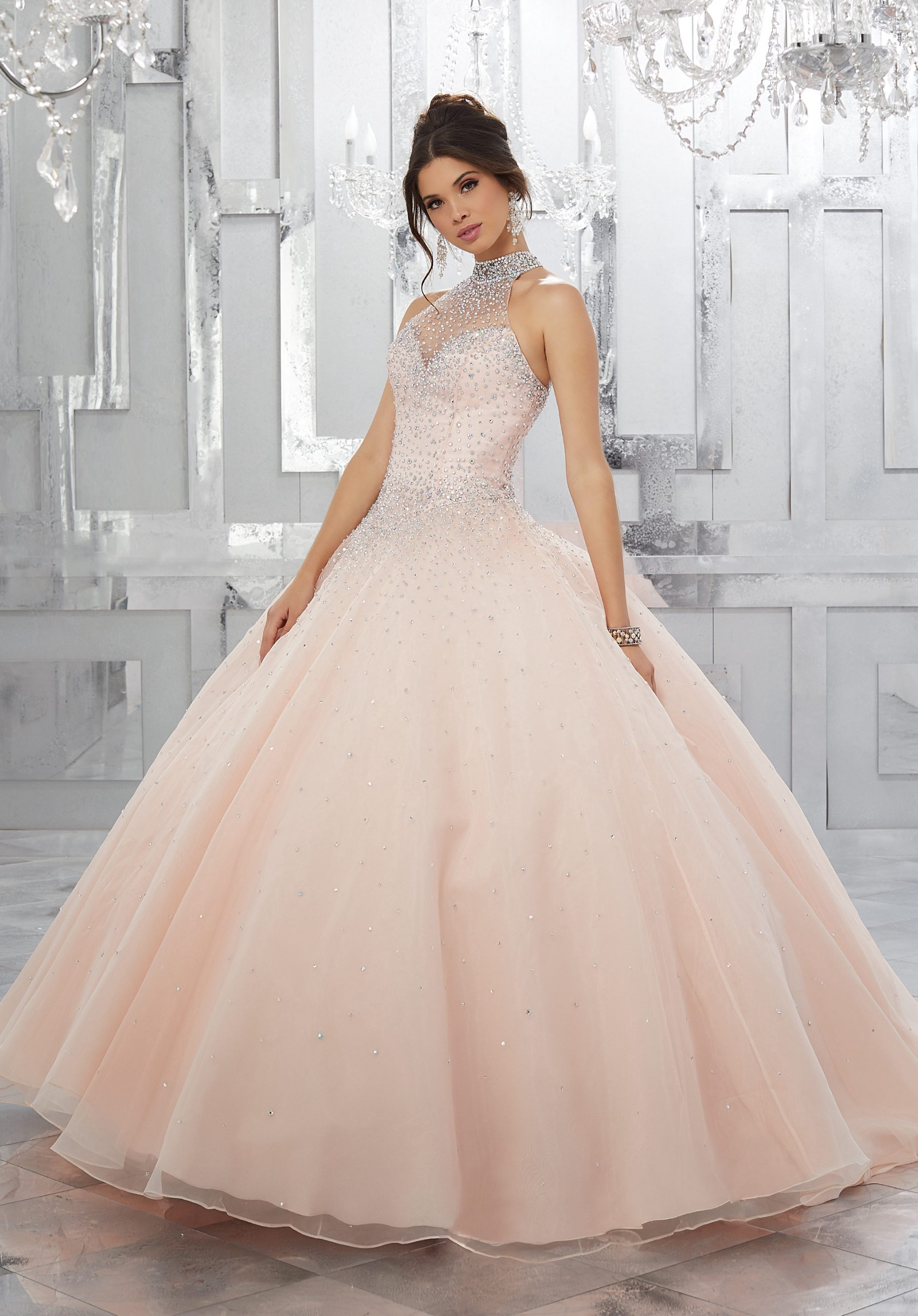 HOTTEST EVENING GOWN STYLES YOU CAN TRY OUT THIS PARTY SEASON!