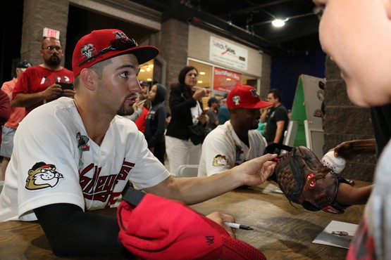Spencer Johnson (left) and Chuckie Robinson (right) signed autographs at the Mohawk Honda Autograph Table for happy fans!