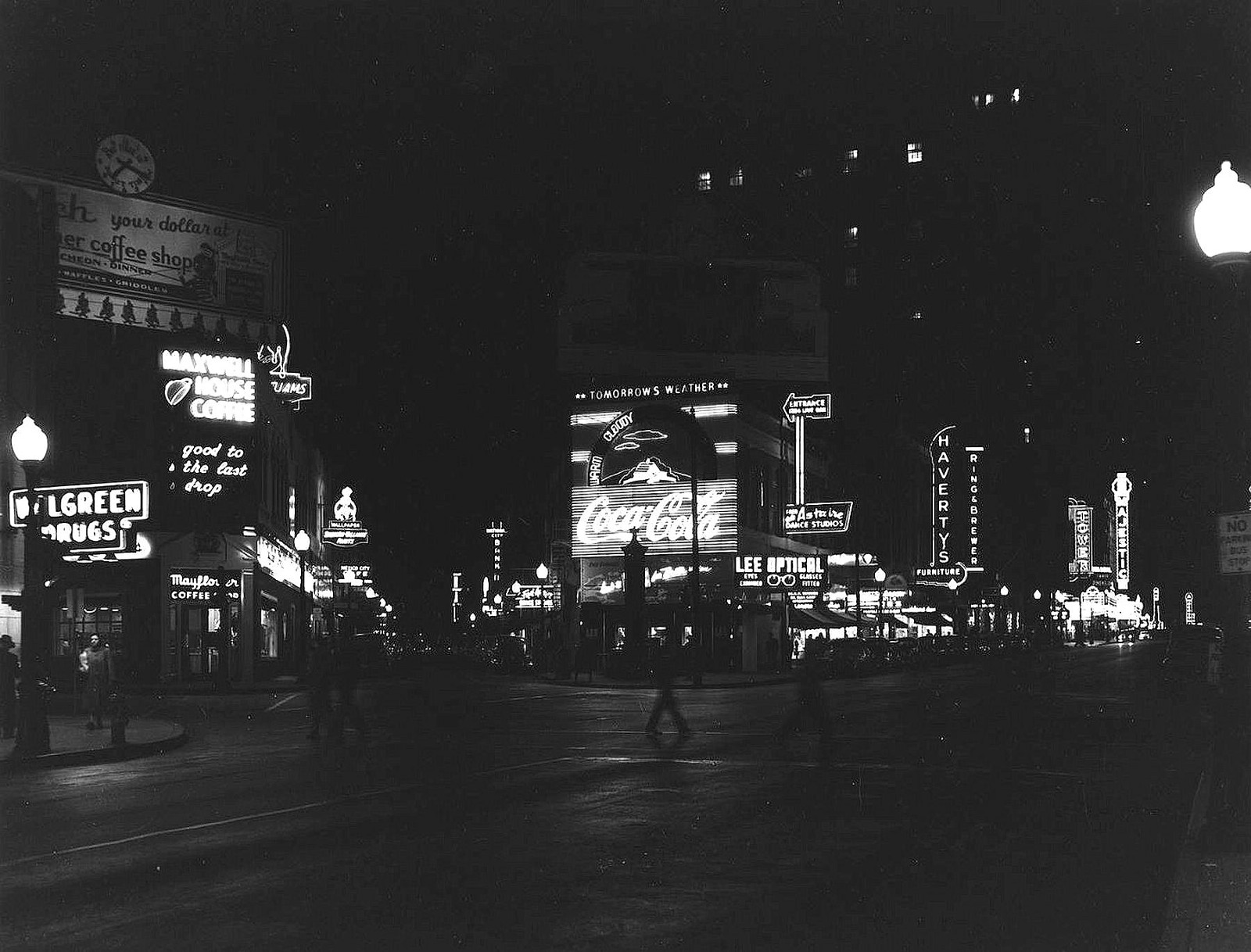 Ervay, Live Oak, and Elm: Just Another Wednesday Night — 1953 by Paula Bosse, flashbackdallas.com