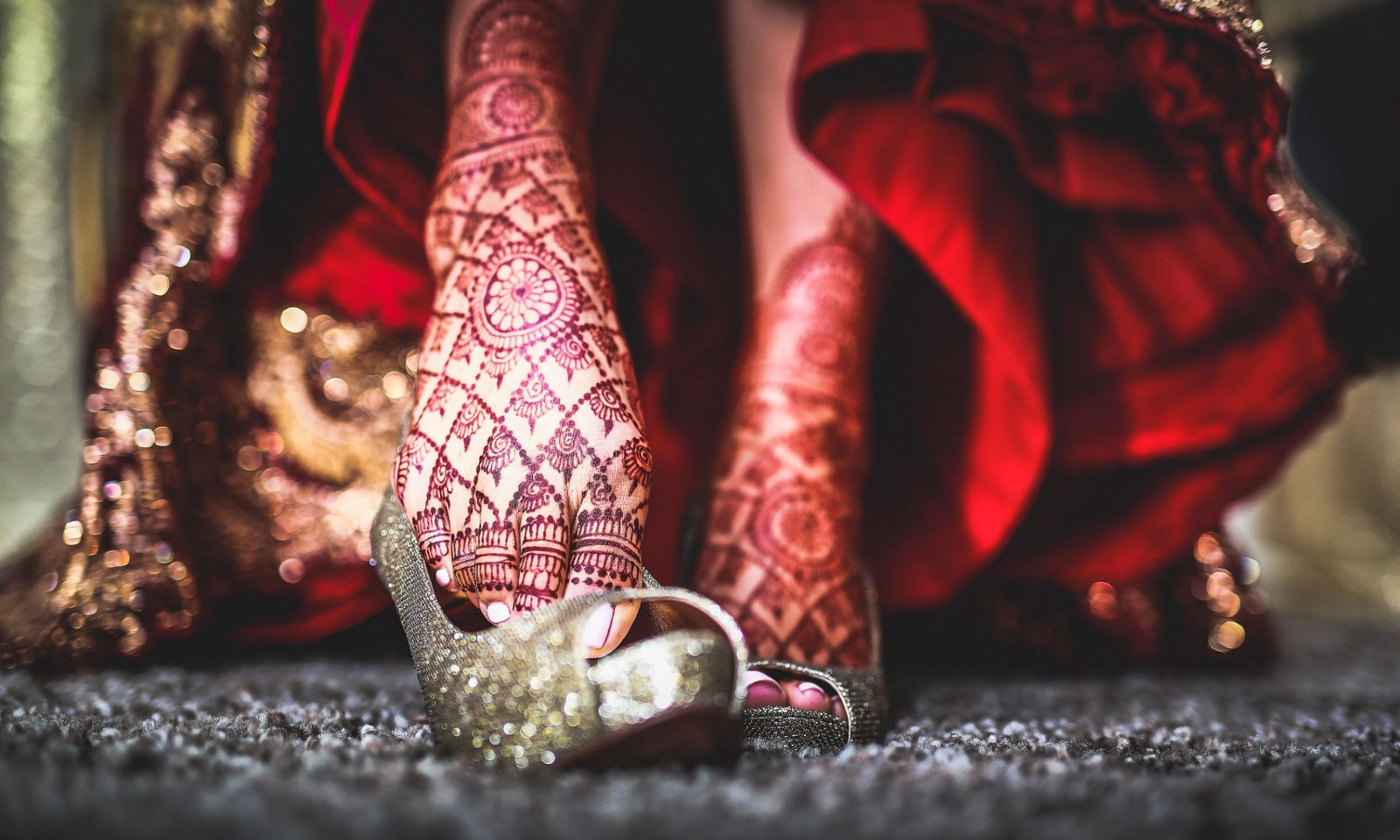 Mehndi Artist : The best mehndi artist and some cool tips will give you
