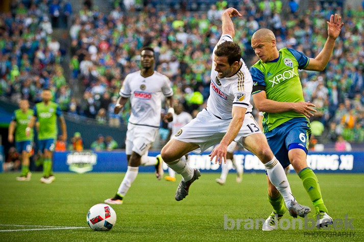The first 20 minutes saw an even game with each team roughly splitting possession and changes. But gradually Seattle grabbed control, largely due to amazing performances from Osvaldo Alonso and sophomore Cristian Roldan.