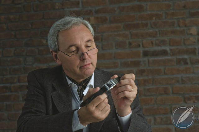Eduardo Fagliano inspecting the Jaeger-LeCoultre Tribute to Reverso on one of his own straps