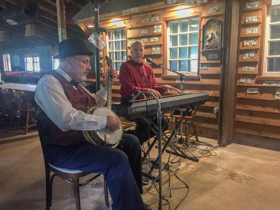 Entertainers at the Red Roost crabhouse and restaurant-