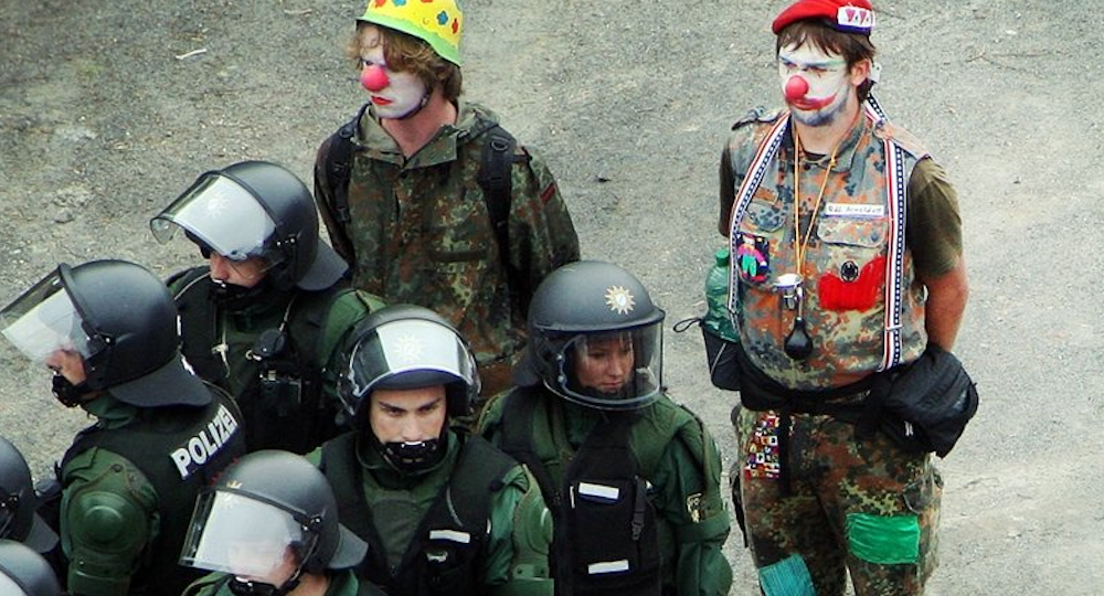 Subverting riot police at the G7 in Germany, 2007