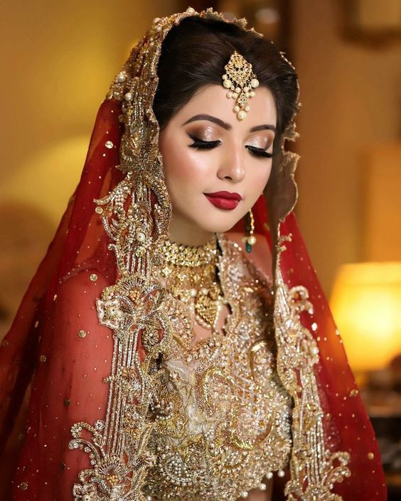 27c20e897a605 The eye makeup of Pakistani barat bride should not contain the red  eyeshade, as it looks odd. Here you can find the most trending Pakistani  bridal makeup ...